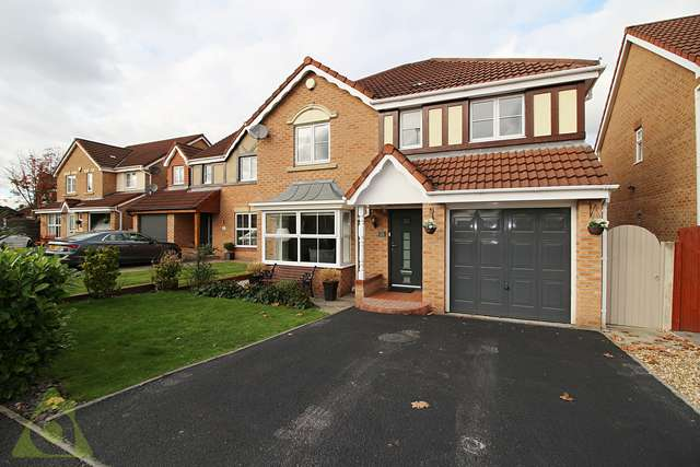 4 Bedrooms Detached House for sale in Harvest Way, Hindley Green WN2