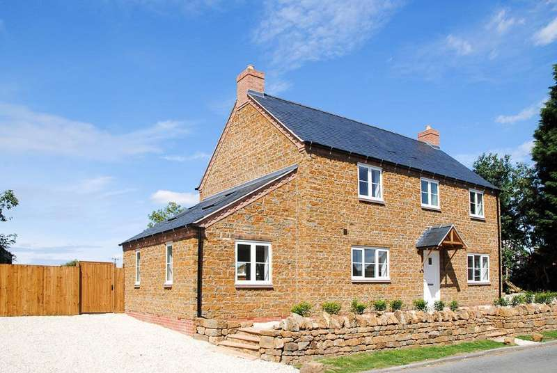 4 Bedrooms Detached House for sale in Fenny Compton, Southam
