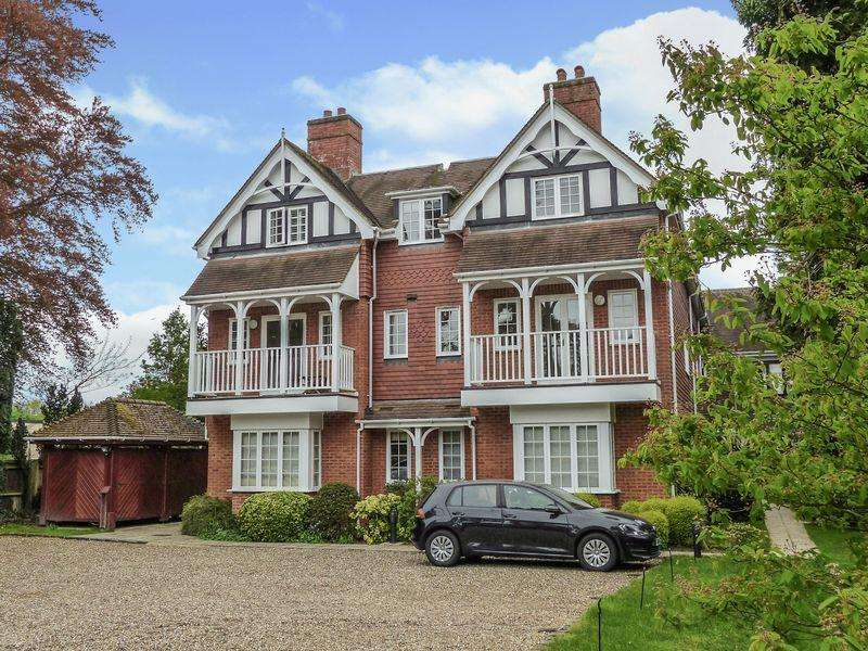 2 Bedrooms Apartment Flat for sale in Cookham Village - Berries Road