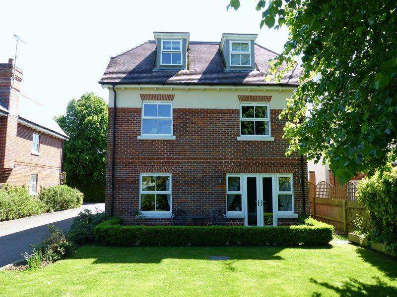 2 Bedrooms Apartment Flat for sale in Cookham
