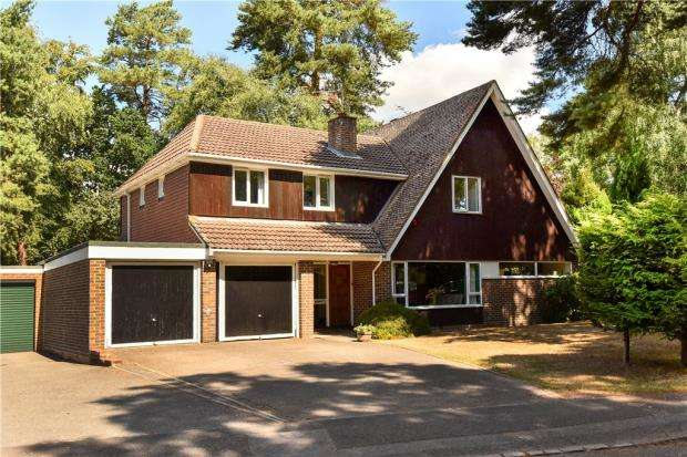 5 Bedrooms Detached House for sale in Edgcumbe Park Drive, Crowthorne, Berkshire