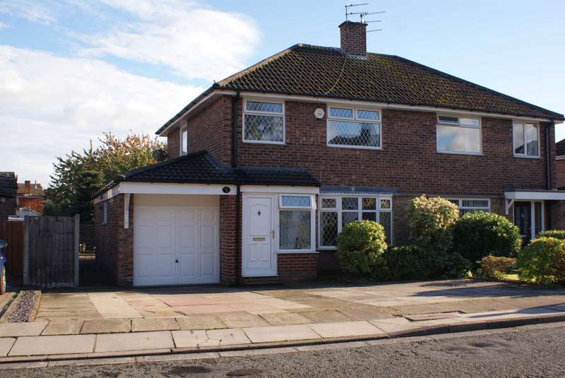 3 Bedrooms Semi Detached House for sale in Windsor Drive, Bury