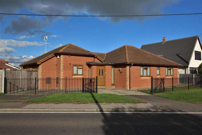 4 Bedrooms Detached Bungalow for sale in Miltsin Avenue, Canvey Island