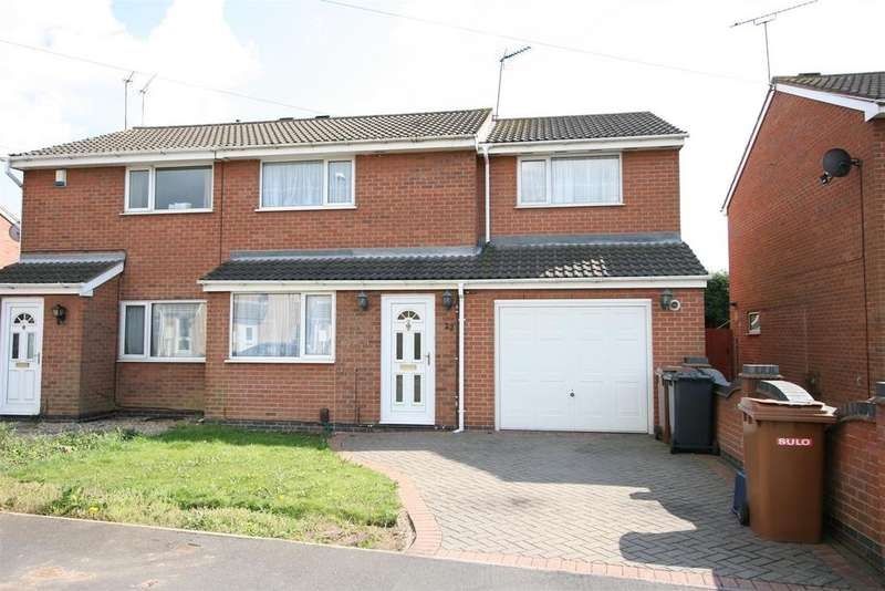 4 Bedrooms Semi Detached House for sale in Bosworth Close, Hinckley