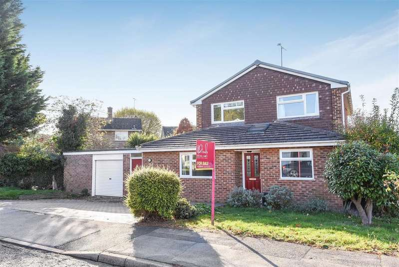 4 Bedrooms Detached House for sale in Marks Road, Wokingham, Berkshire RG41 1NN