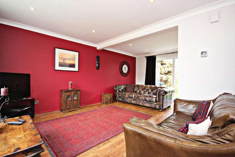 3 Bedrooms Link Detached House for sale in Bradley Close, Ouston, Chester Le Street
