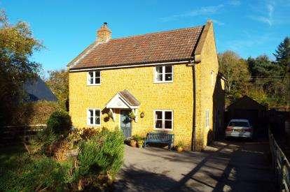 4 Bedrooms Detached House for sale in Bridport, Dorset, .