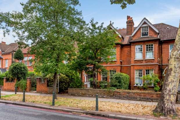 5 Bedrooms Semi Detached House for sale in Mortlake Road, Richmond, Surrey, TW9 4AA