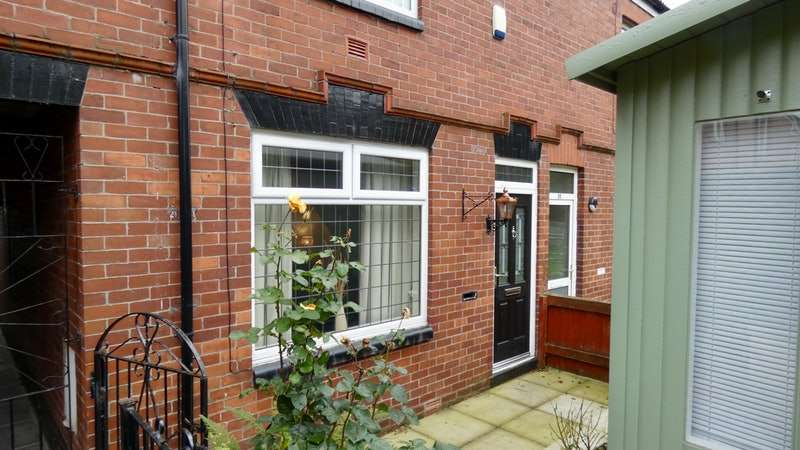 3 Bedrooms Terraced House for sale in Crowley Lane, Oldham, Greater Manchester, OL4