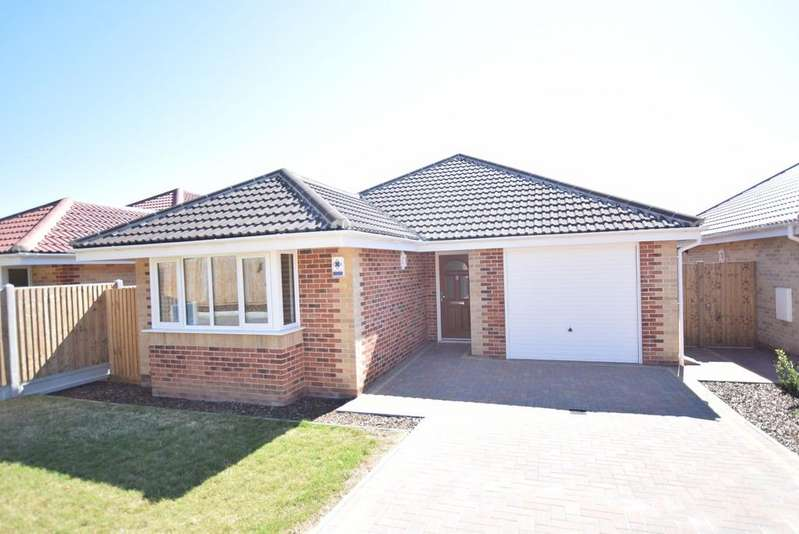 3 Bedrooms Detached Bungalow for sale in Chamberlain Avenue, Walton on the Naze