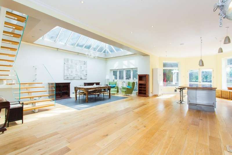 5 Bedrooms Detached House for sale in Friern Park, East Finchley, N12