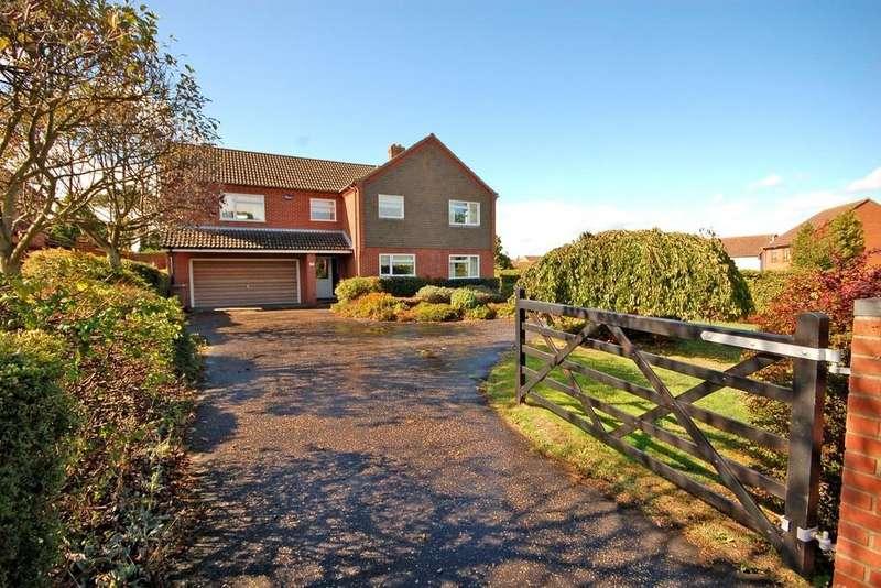 3 Bedrooms Detached House for sale in Holt Road, Sheringham