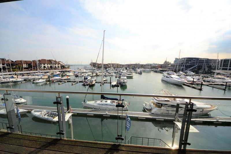 2 Bedrooms Apartment Flat for sale in Sundowner, 31 Channel Way, Southampton, SO14