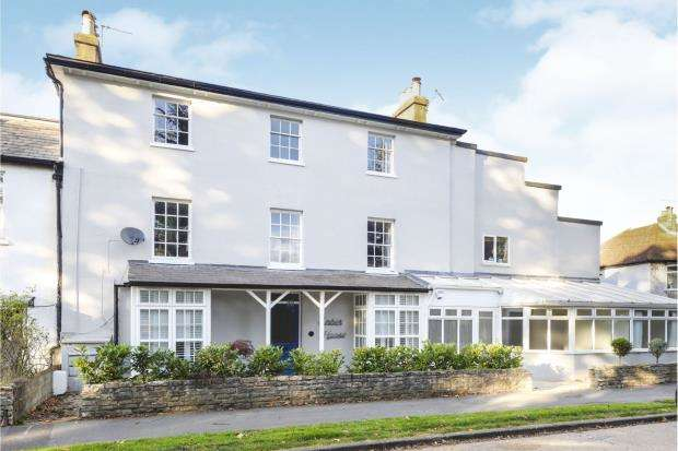 3 Bedrooms Flat for sale in East Molesey, Esher, Surrey
