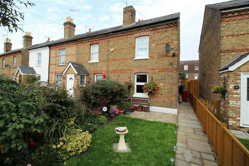 2 Bedrooms Cottage House for sale in Vale Grove, Slough, Berkshire
