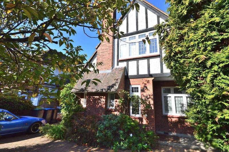 4 Bedrooms Semi Detached House for sale in Greenway, Southgate N14