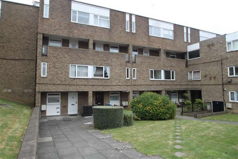 2 Bedrooms Flat for sale in Ingrebourne Court, Chingford