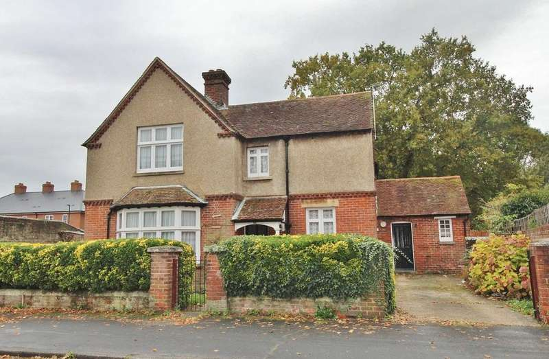4 Bedrooms Detached House for sale in West Street, Havant