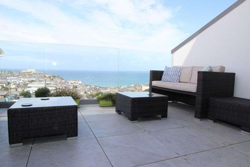 4 Bedrooms Property for sale in Mount Wise, Newquay