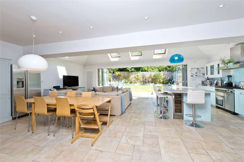 4 Bedrooms Detached House for sale in Coombe House Chase, New Malden, Wimbledon, London, KT3
