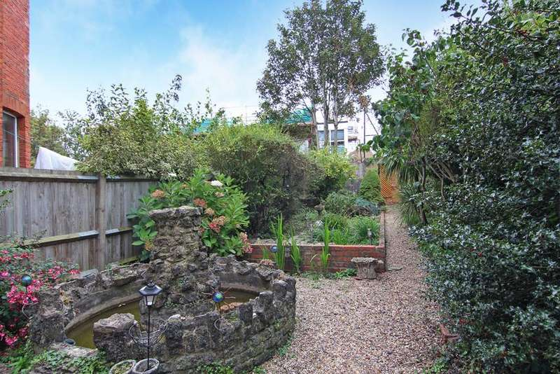 1 Bedroom Flat for sale in Chatsworth Gardens, Acton
