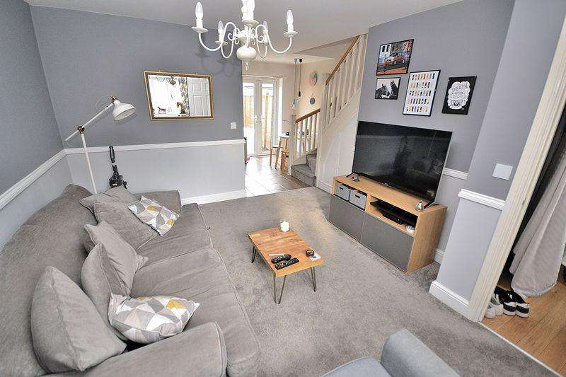 2 Bedrooms Terraced House for sale in Goldfinch Road, Leighton Buzzard