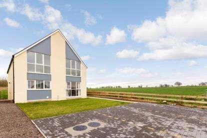 4 Bedrooms Detached House for sale in Springside Farm, School Road