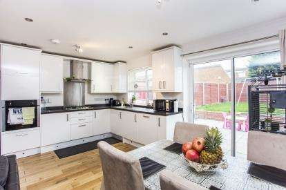 4 Bedrooms House for sale in Doncaster Drive, Northolt, Middlesex, England