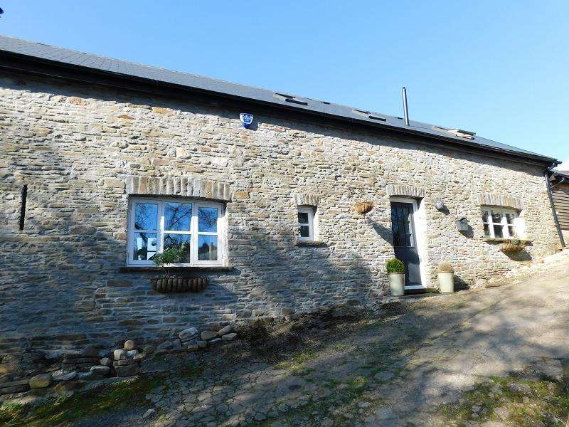 3 Bedrooms Barn Conversion Character Property for sale in Barn, Blaenant, Cilybebyll, Pontardawe.