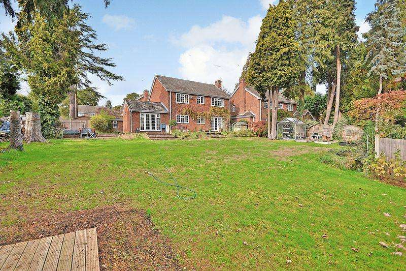 4 Bedrooms Detached House for sale in Robinswood Close, Leighton Buzzard