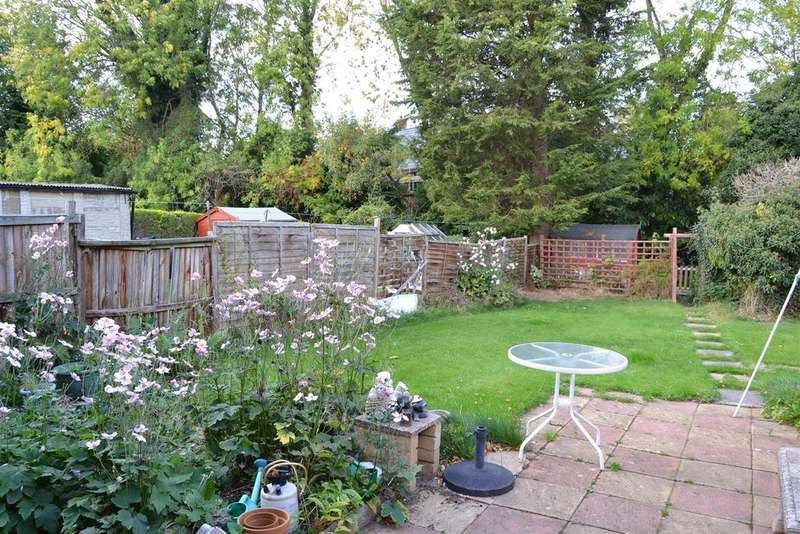 3 Bedrooms Semi Detached House for sale in Parklands Drive, Harlaxton, Grantham