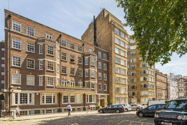 Studio Flat for sale in Florin Court, 6-9 CharterHouse Square, London, EC1M 6EU