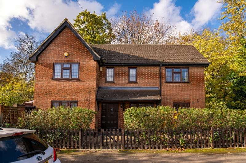 3 Bedrooms Detached House for sale in Peel Road, London