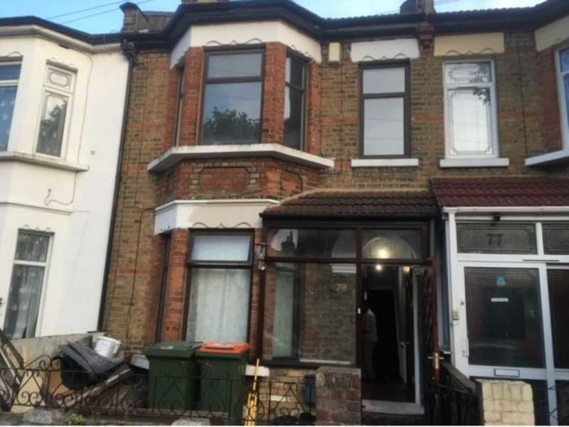 4 Bedrooms Semi Detached House for rent in London