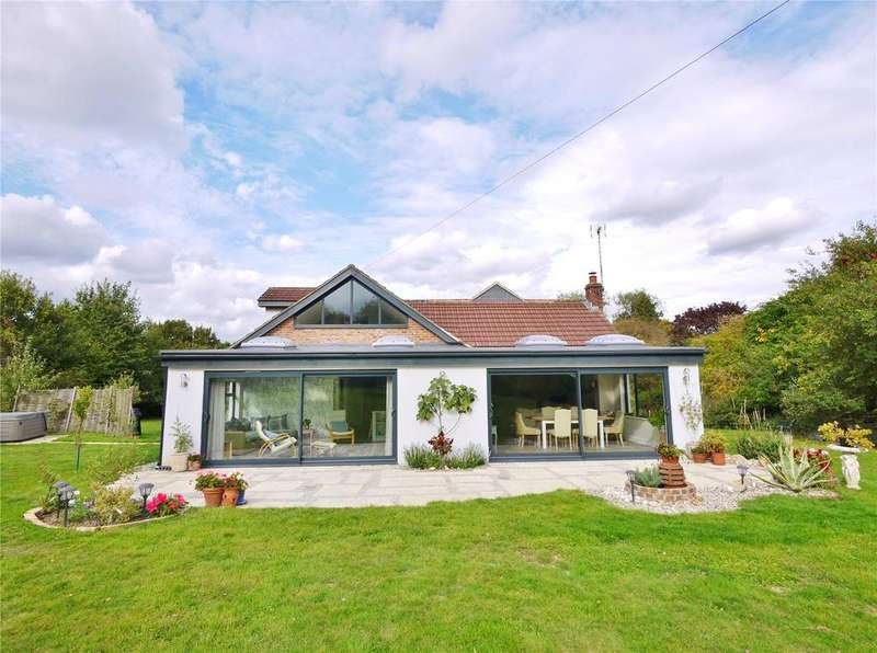 3 Bedrooms Detached House for sale in Brook Lane, Doddinghurst, Brentwood, Essex, CM15