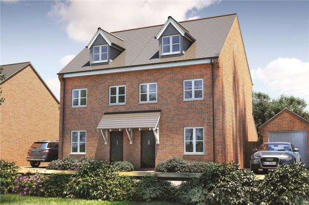 3 Bedrooms Semi Detached House for sale in Sandhurst Gardens, High Street, Sandhurst