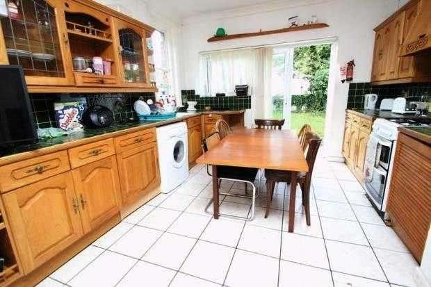 6 Bedrooms Property for rent in Stanfield Road, Winton