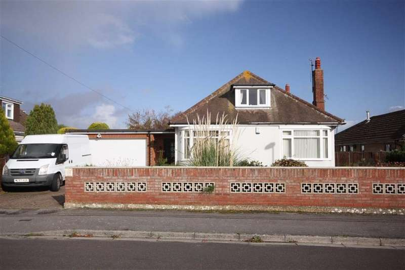 4 Bedrooms Chalet House for sale in Foxwood Avenue, Mudeford, Christchurch, Dorset