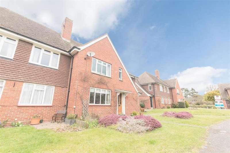 2 Bedrooms Apartment Flat for sale in Hall Court, Datchet, Slough