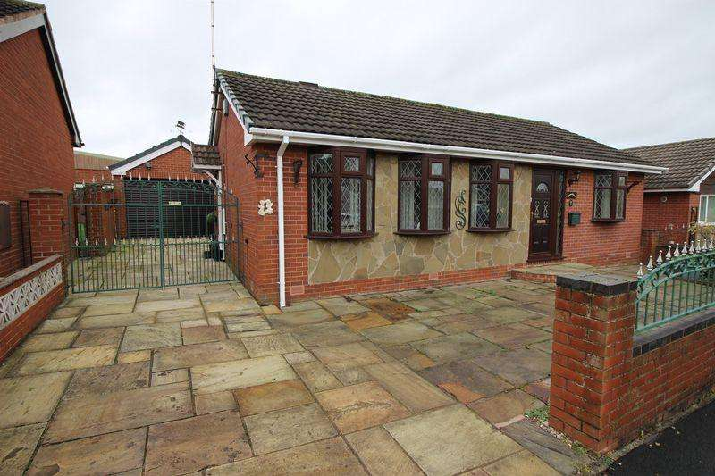 2 Bedrooms Detached Bungalow for sale in Weybourne Avenue, Baddeley Green, Stoke-on-Trent, ST2