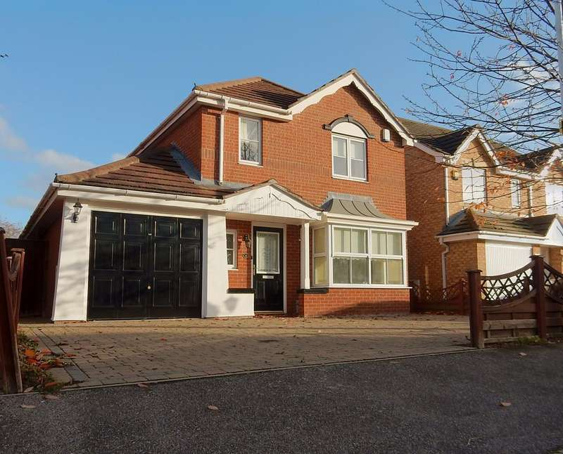 4 Bedrooms Detached House for sale in Bancroft Chase, Hornchurch RM12