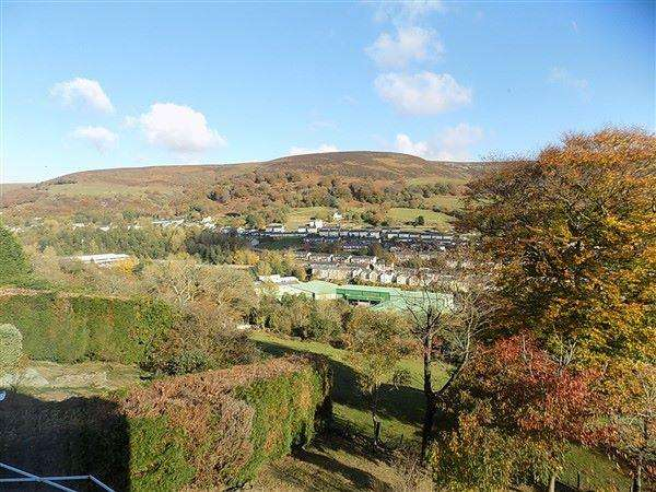 4 Bedrooms Detached House for sale in Ty Dan y Wal Road, Abertillery, NP13 1RS