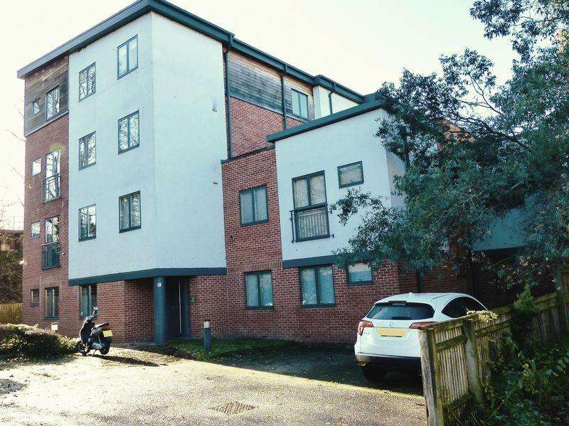 1 Bedroom Apartment Flat for sale in Maidenhead - close to station