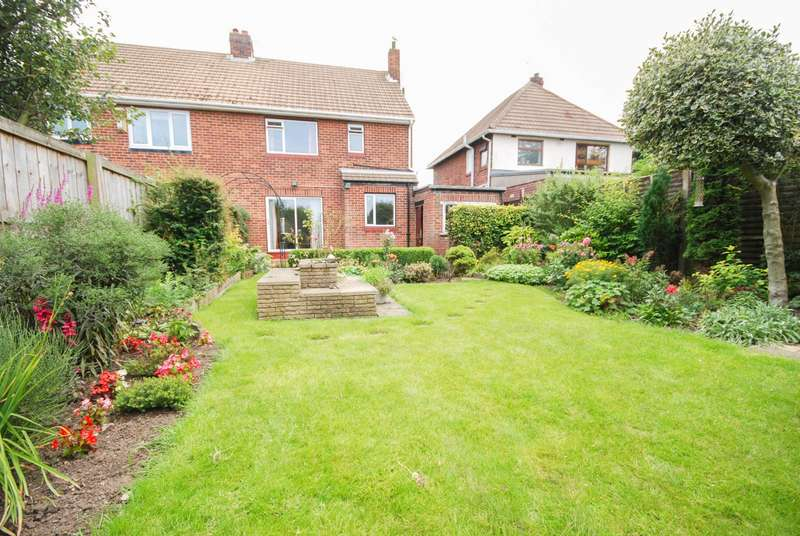 3 Bedrooms Semi Detached House for sale in Eston Grove, Fulwell