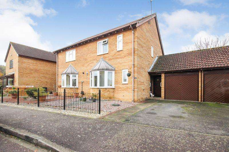 3 Bedrooms Semi Detached House for sale in St. Marys Close, Marston Moretaine