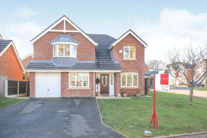 4 Bedrooms Detached House for sale in Langley Drive, Macclesfield, Cheshire
