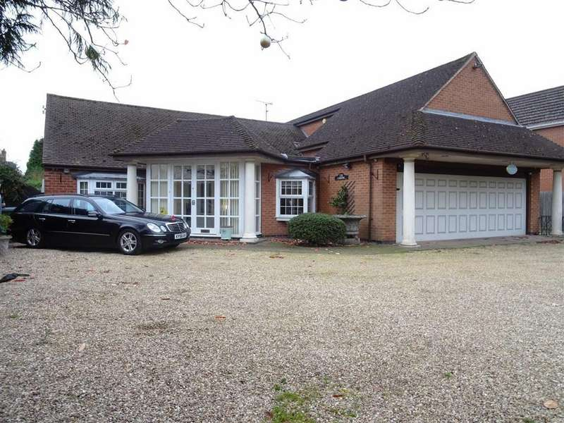 3 Bedrooms Detached Bungalow for sale in Hinckley Road, Leicester Forest East