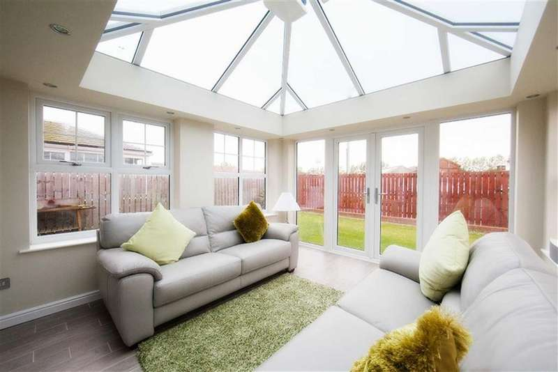 4 Bedrooms Detached House for sale in Housesteads Close, Hadrian Village, Wallsend, NE28