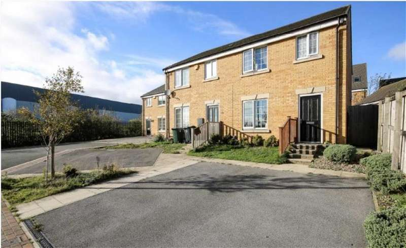 3 Bedrooms Semi Detached House for sale in The Fairways, Bradford, West Yorkshire