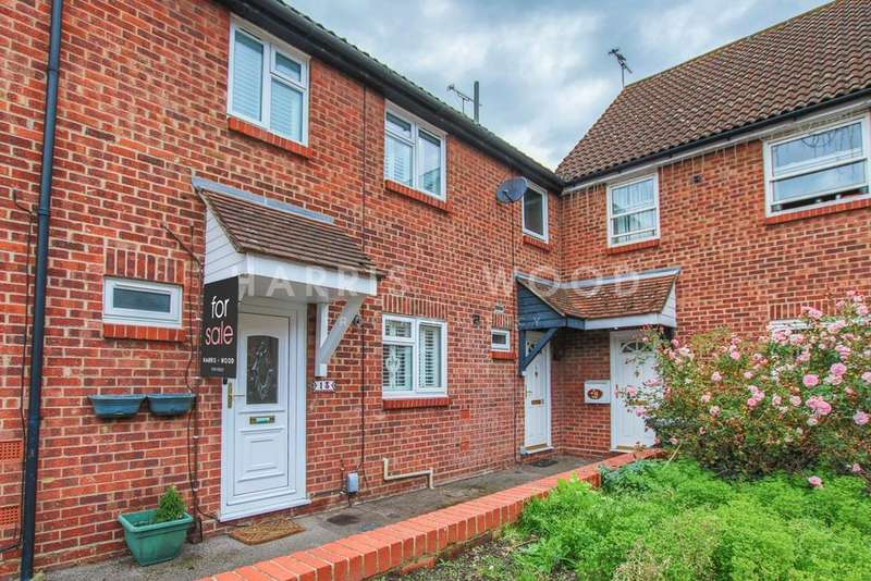 3 Bedrooms Terraced House for sale in Holt Drive, Colchester, CO2